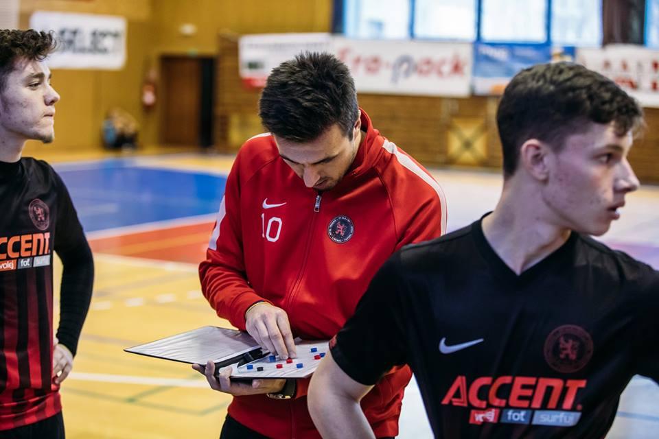 """""""A"""" tým – VACKOVÉ u týmu končí ! Tým povede ambiciózní a mladý trenér BENEK !!!"""